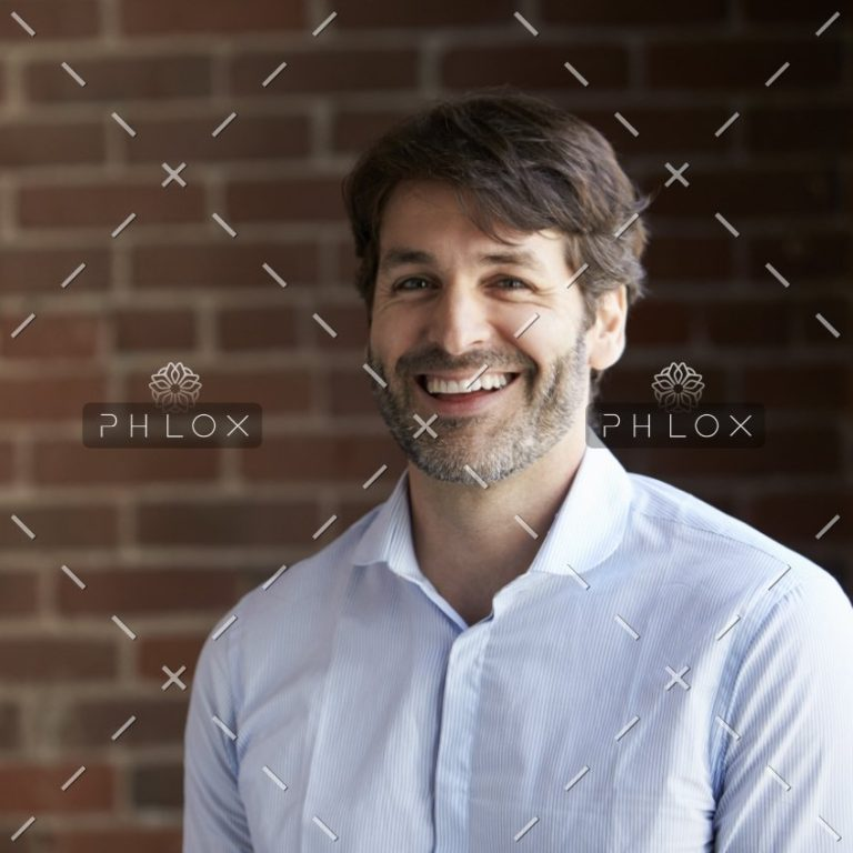 head-and-shoulders-portrait-of-businessman-in-P2DXHCH@2x-1